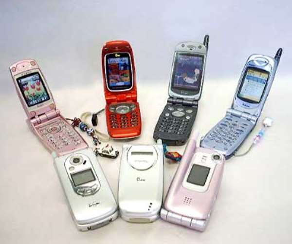Security experts found personal information on 10 wireless phones they bought on eBay.